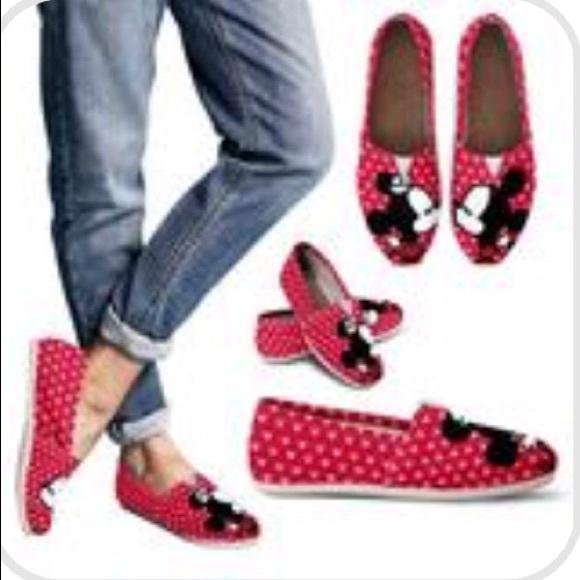 Disney Shoes   Mickey Minnie Kissing